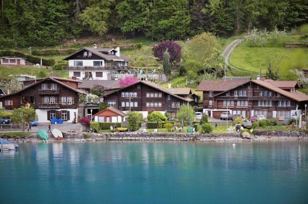 قرية ايسلتوالد سويسرا